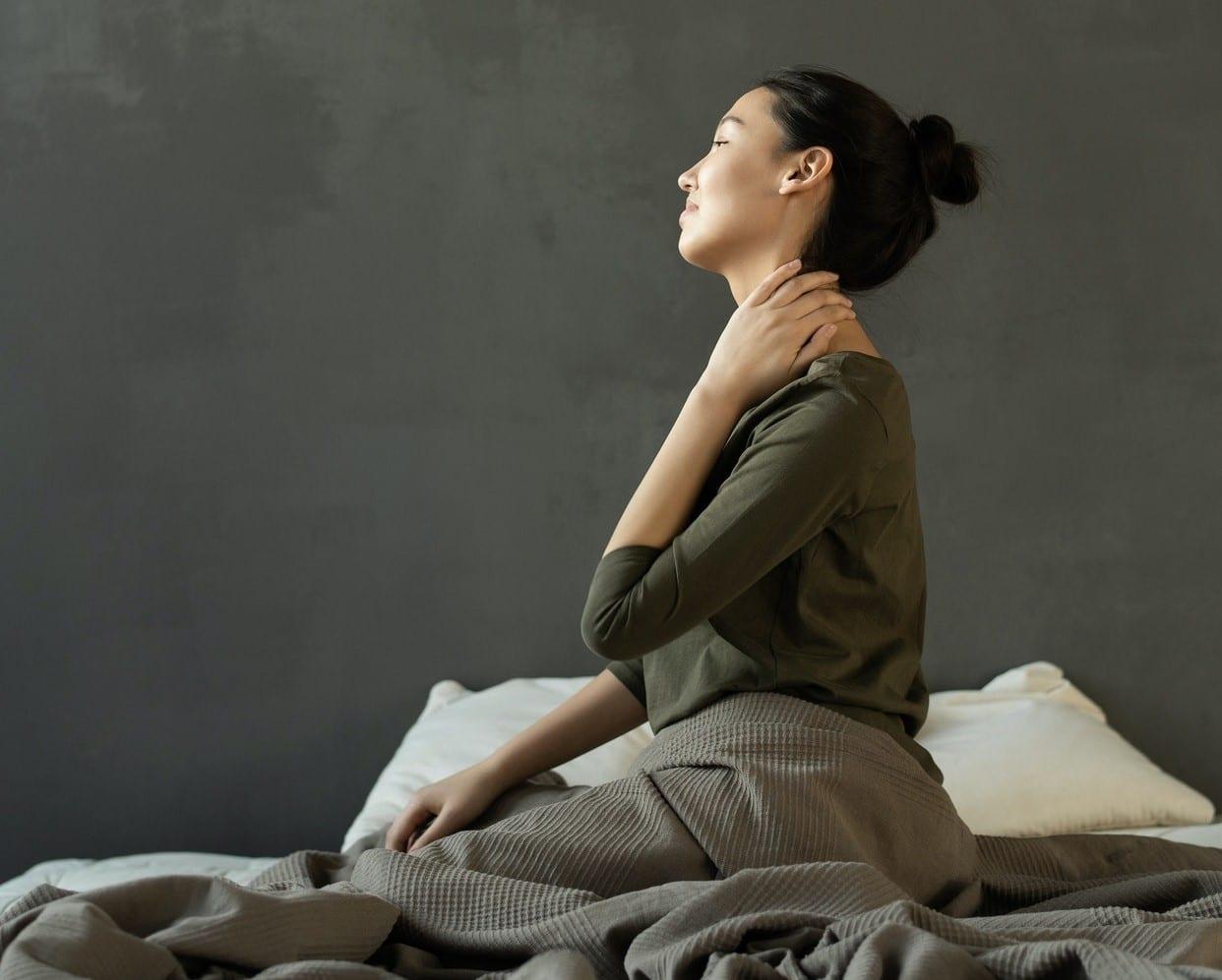 4 Ejercicios para cuidar tu cuello y cervicales