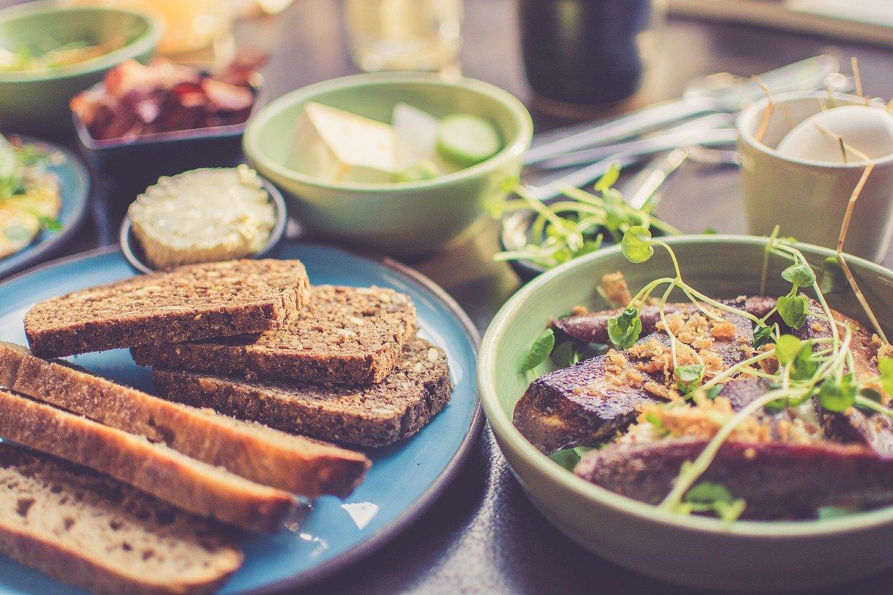 ¿Cenar carbohidratos engorda?
